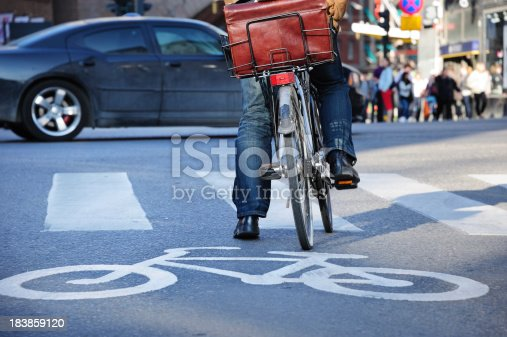 863454090 istock photo Young man on bike in the city, waiting for green 183859120
