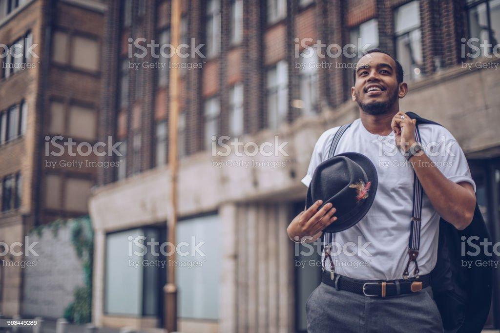 Genç adam sokakta - Royalty-free Adamlar Stok görsel