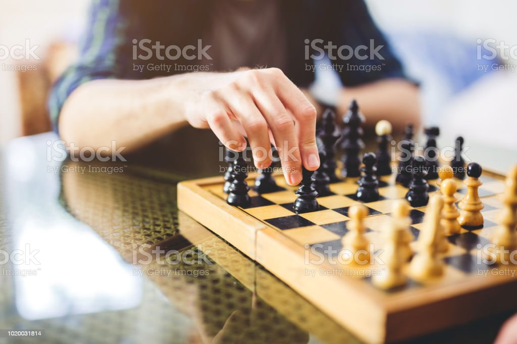 Young man playing chess - Royalty-free Adulto Foto de stock