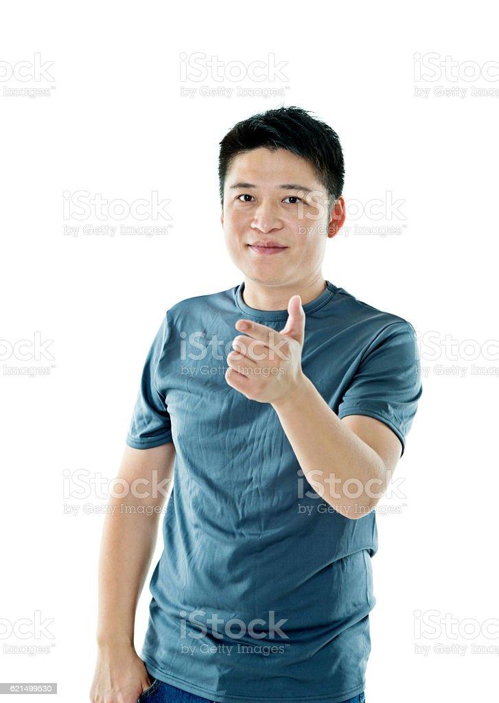 Giovane uomo che punta alla telecamera foto stock royalty-free