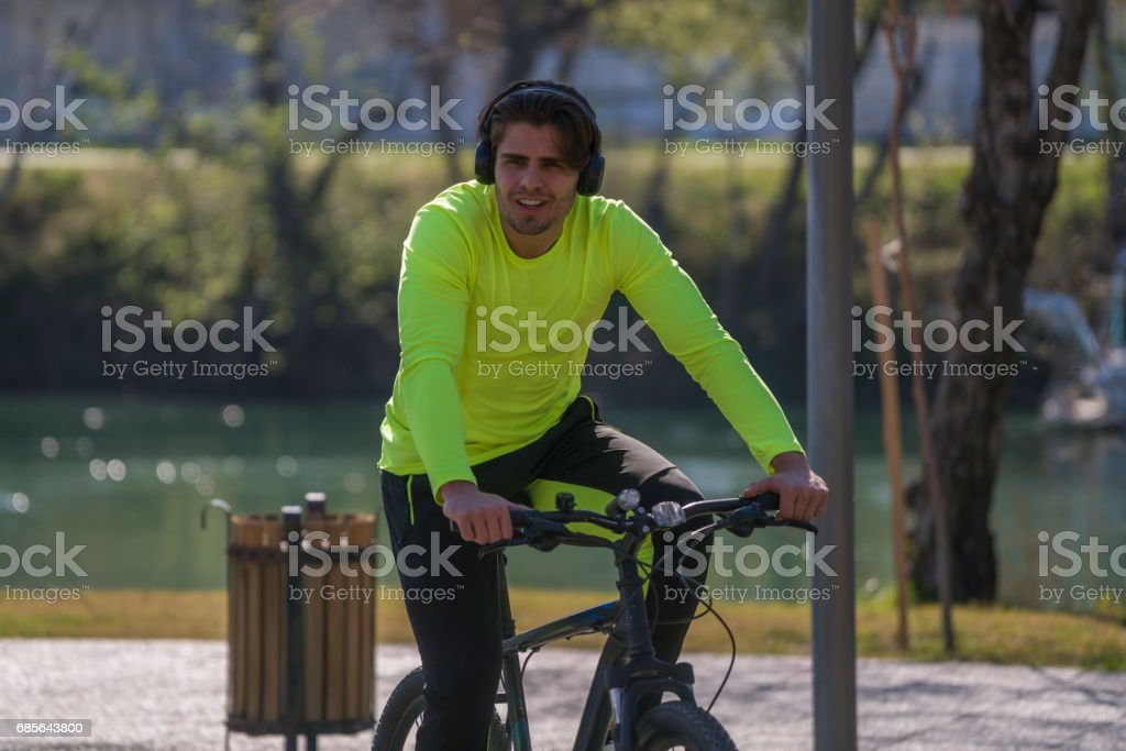 Young man riding bike in the park foto de stock royalty-free