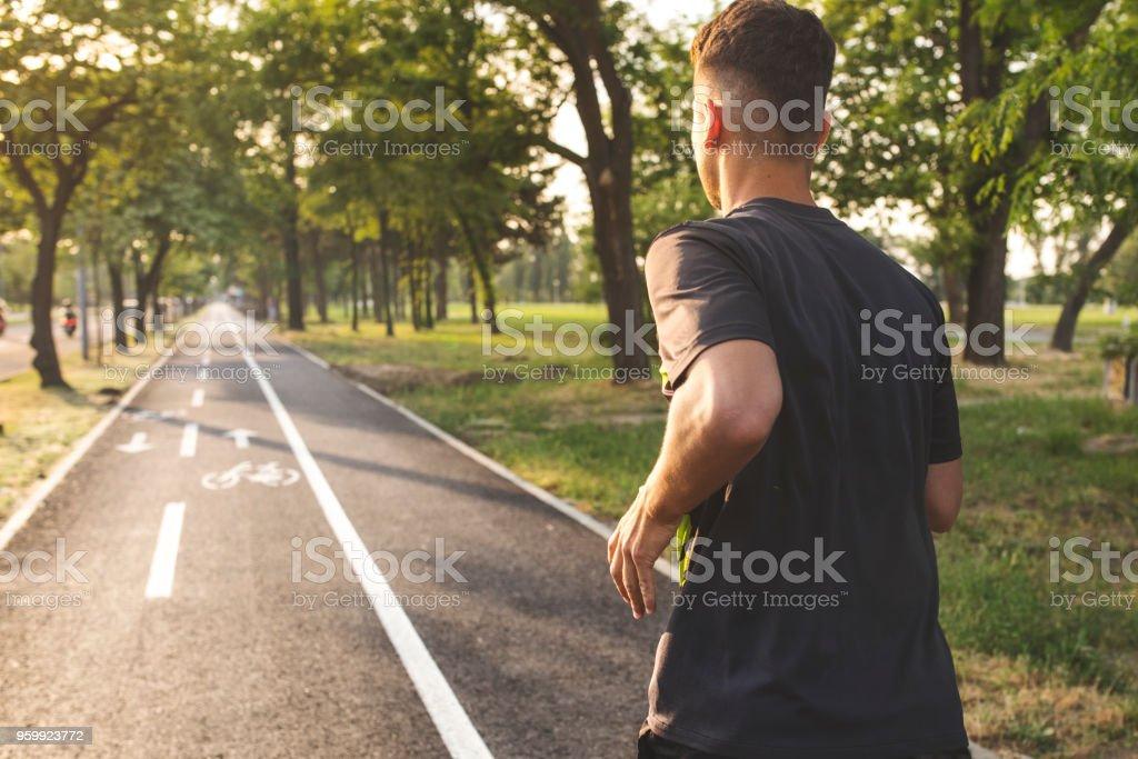 Junger Mann läuft - Lizenzfrei Aktiver Lebensstil Stock-Foto
