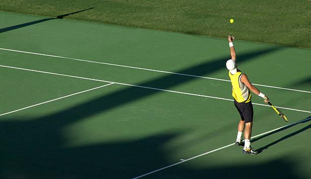 servire - set tennis o pallavolo foto e immagini stock