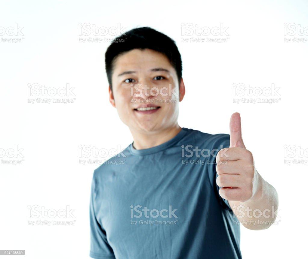 Jeune homme montre signe de pouce en l'air photo libre de droits