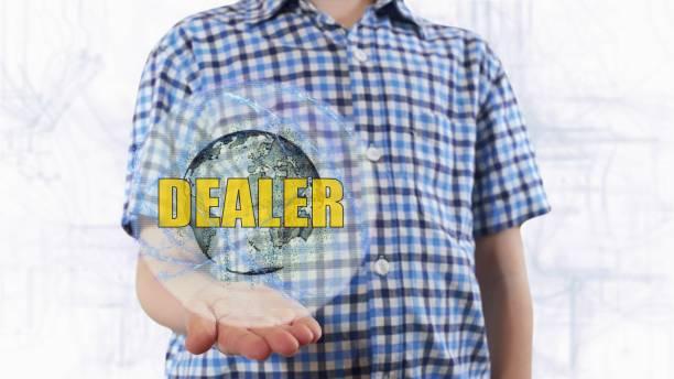 junger mann zeigt ein hologramm des planeten erde und text händler - auto trennwand stock-fotos und bilder