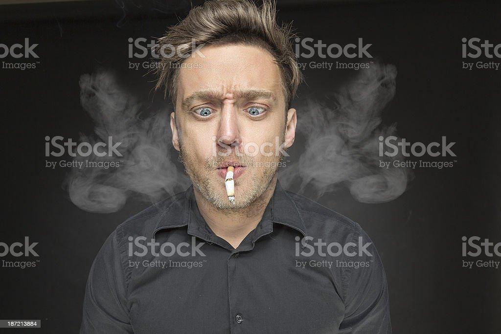 Jovem-fumantes - foto de acervo