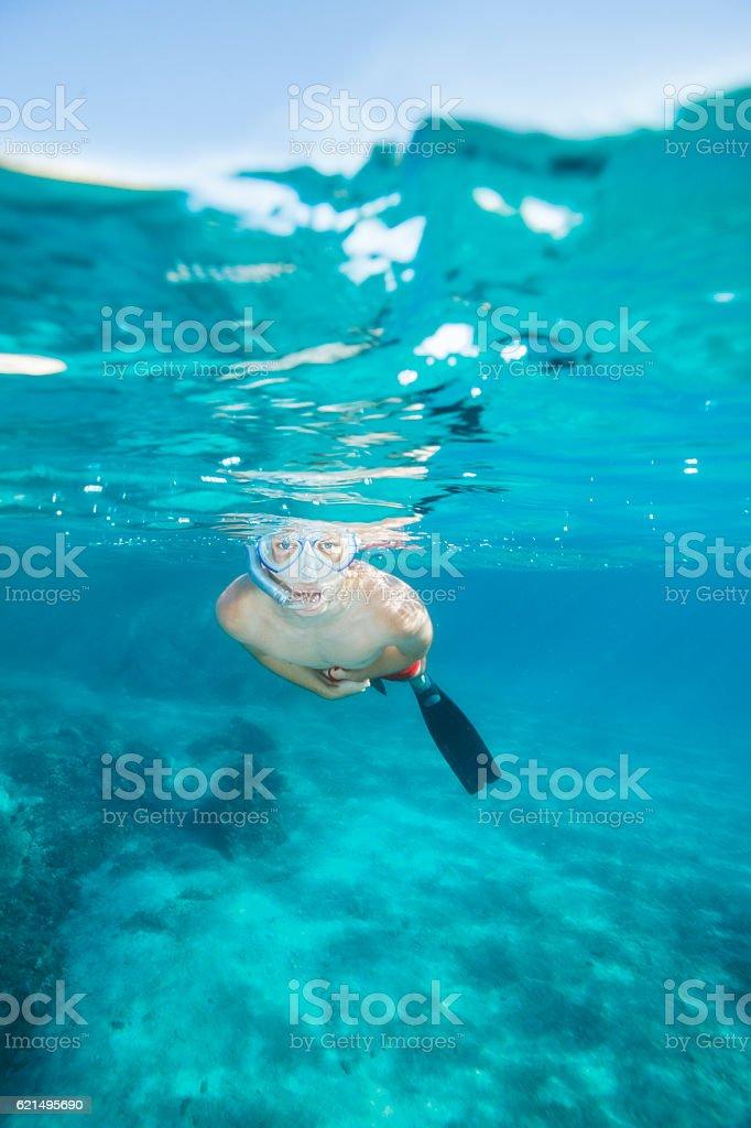 Young man snorkeling Underwater diving adventure    turquoise sea lagoon Lizenzfreies stock-foto