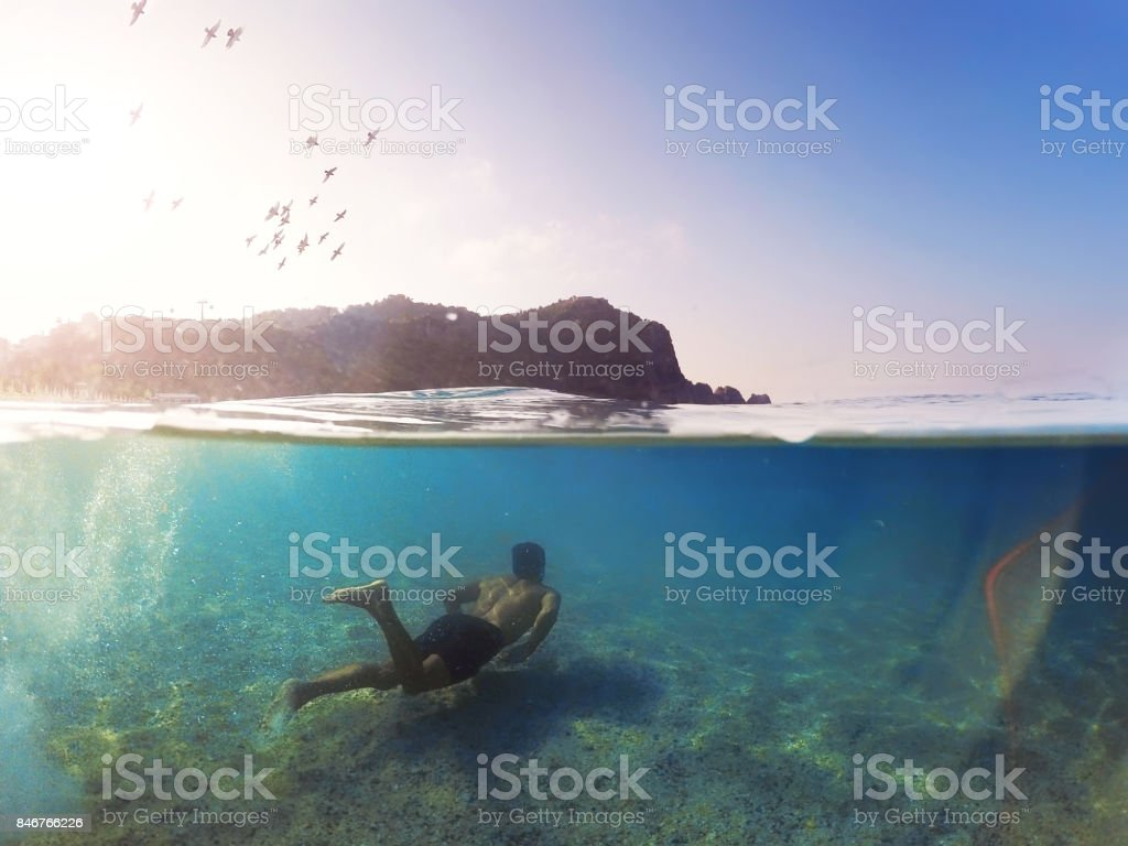 Genç adam sualtı Yüzme Alanya Kleopatra Beach stok fotoğrafı
