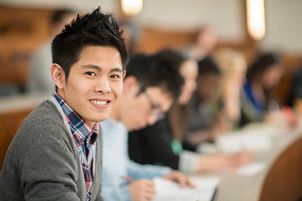 若い男性た大学ゴルフコース - 東洋民族 ストックフォトと画像