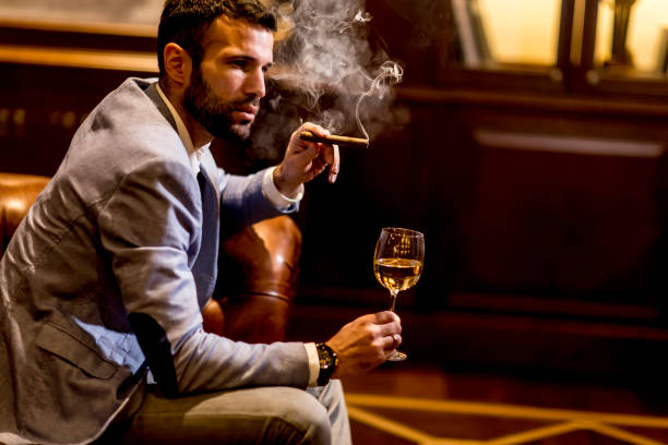 jonge man proeven van witte wijn - guy with cigar stockfoto's en -beelden