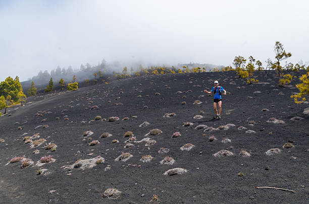 Young man trailrunning in volcanic landscape, La Palma, Spain – Foto
