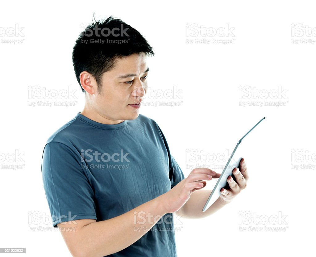 Giovane uomo utilizzando tablet digitale  foto stock royalty-free