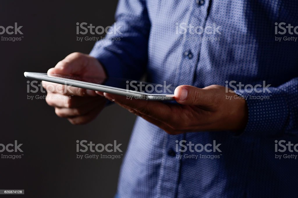 young man using his tablet computer foto de stock royalty-free