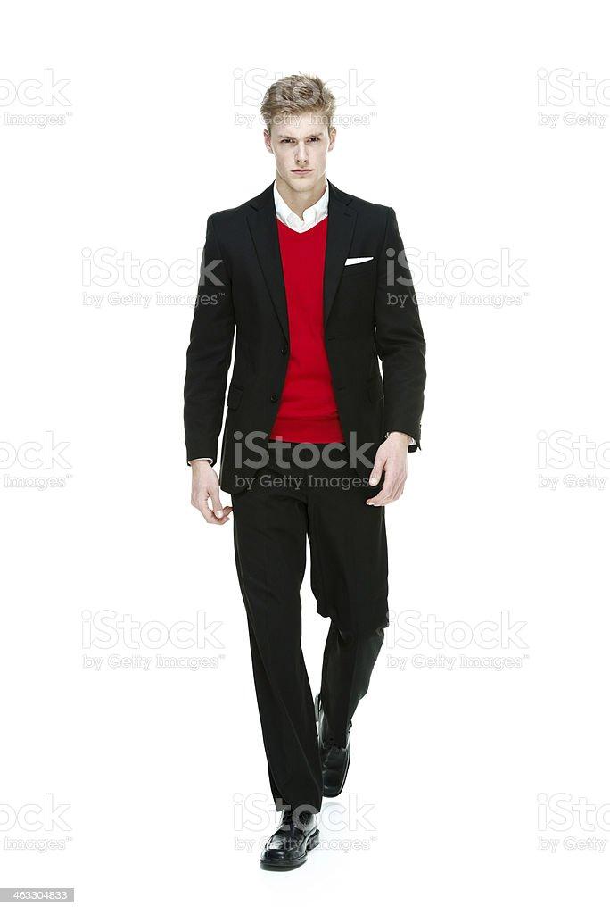 low priced ddf0d 01d0f Junger Mann Zu Fuß Mit Elegantlegere Kleidung Stockfoto und ...
