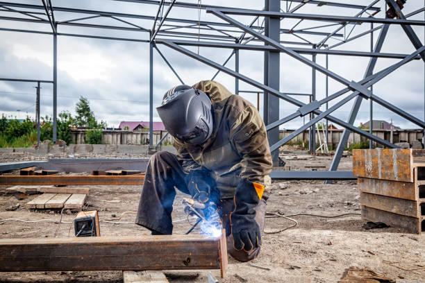 一名年輕男子焊工 - 物理結構 個照片及圖片檔