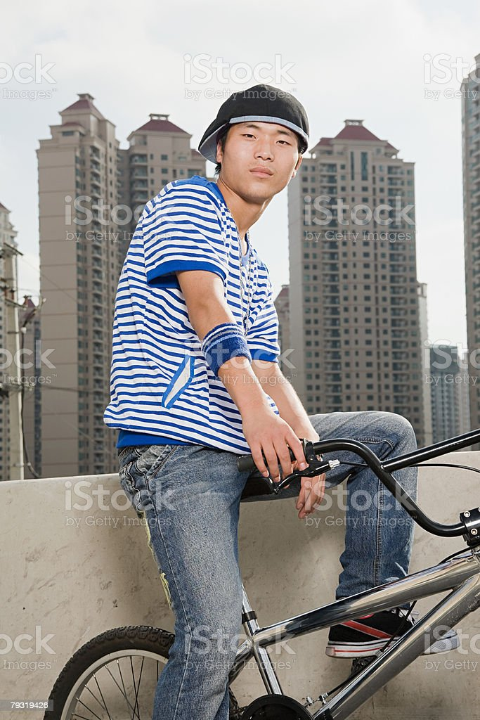 Young man with bike 免版稅 stock photo