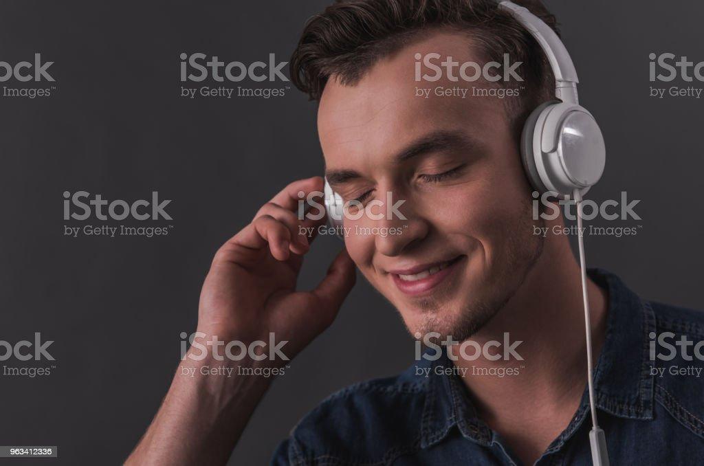 Young man with gadget - Zbiór zdjęć royalty-free (Biznes)