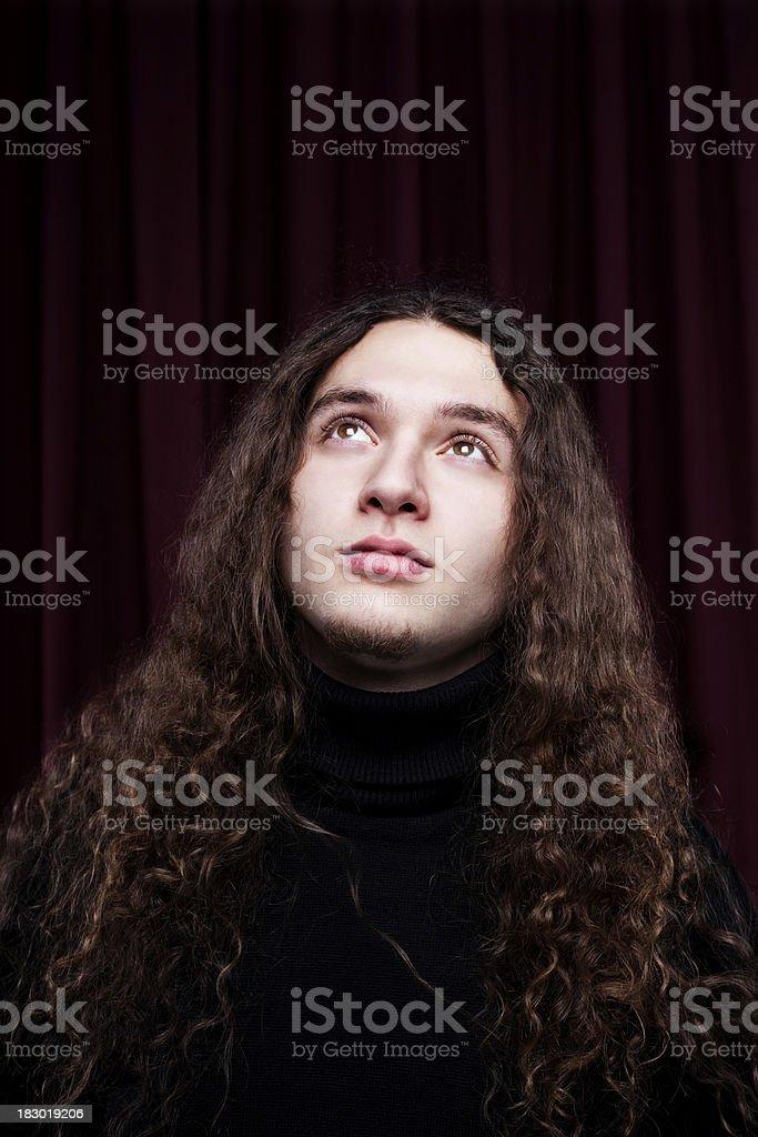 Junger Mann mit langen Haaren Lizenzfreies stock-foto