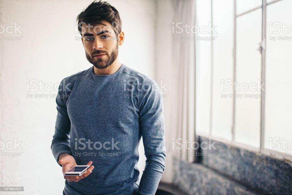 Junger Mann mit Handy – Foto
