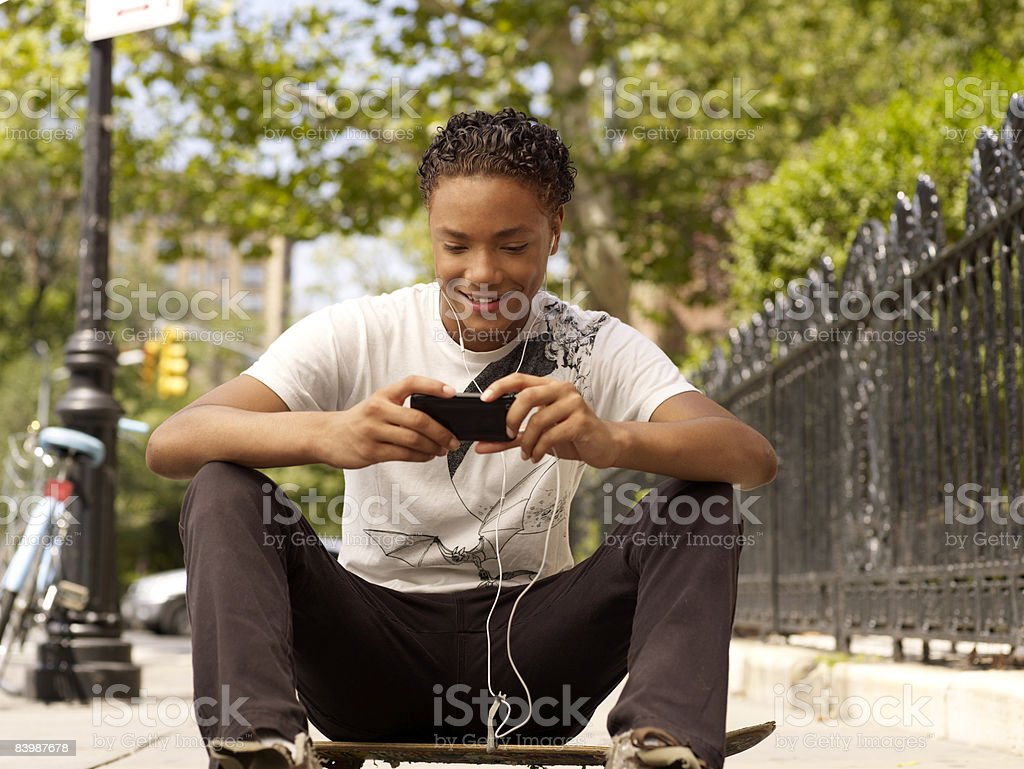 Young Man with MP3 Player foto stock royalty-free