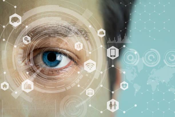 des jungen mannes auge und technologie-konzept, intelligente kontaktlinse display, iris überprüfung, wearable computing, visuelle abstraktes bild - blaue kontaktlinsen stock-fotos und bilder