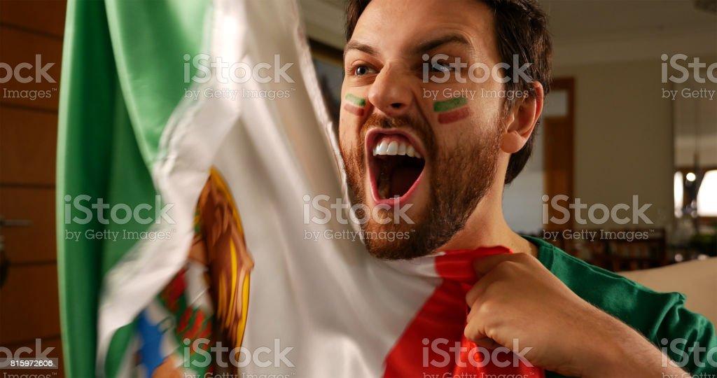 Celebrando o jovem fã mexicana - foto de acervo