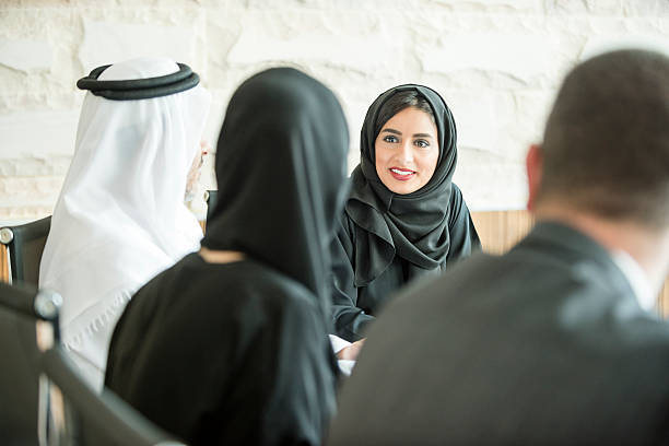 young middle eastern businesswoman in business meeting - emirati woman 個照片及圖片檔