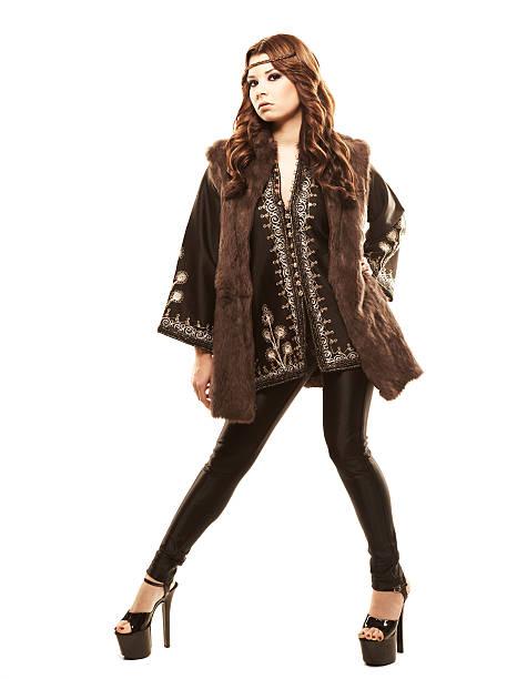 junge model in black top mit stickerei und fersen - hippie kostüm damen stock-fotos und bilder