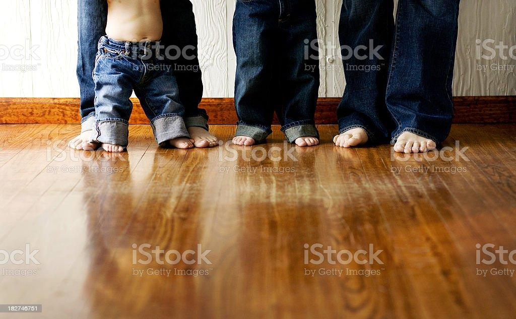 Junge moderne Familie von vier - Lizenzfrei Baby Stock-Foto