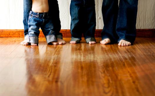 Junge Moderne Familie Von Vier Stockfoto und mehr Bilder von Baby