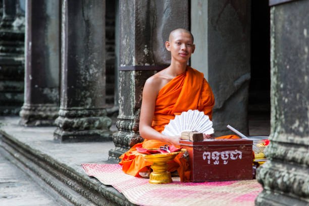 A young monk in Angkor Wat – zdjęcie