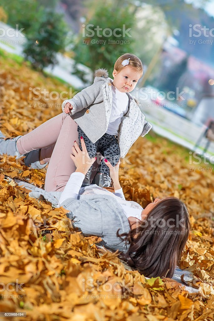 Young mother and her baby  in park foto royalty-free