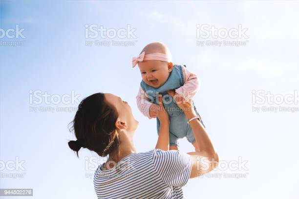 Young mother throws up baby in the sky summer outdoors picture id944502276?b=1&k=6&m=944502276&s=612x612&h=telj 5qnhdh3tjnfaivo8wv3h jfdhvd wjfbfigirw=