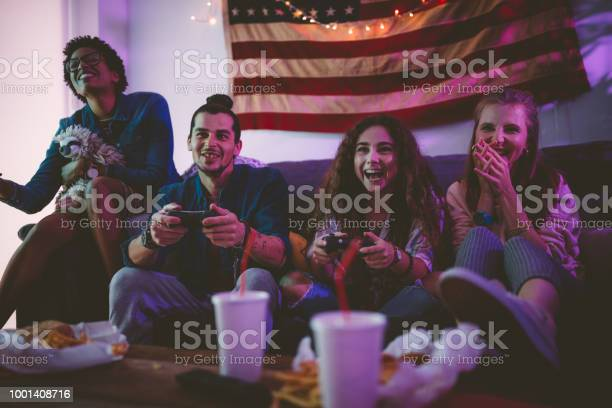 Young multiethnic friends eating fast food and playing video games picture id1001408716?b=1&k=6&m=1001408716&s=612x612&h=rdsxkbdrfpthfffcoijqolkkpwnslvl2qhxnmvtct94=