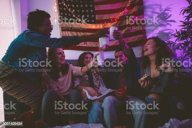 Young multiethnic friends eating fast food and toasting with soda picture id1001405434?b=1&k=6&m=1001405434&s=612x612&h=i8ae8caxiiaobtwbbtoehpwz5jciasbw8zu fglrioa=
