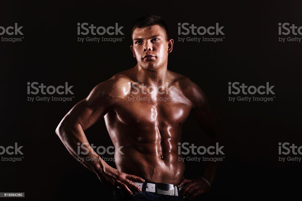 Jeune musclé homme  - Photo