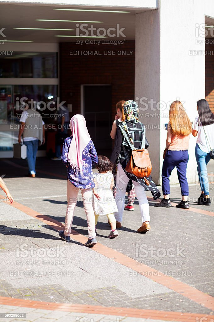 Young muslim women and a little girl royaltyfri bildbanksbilder