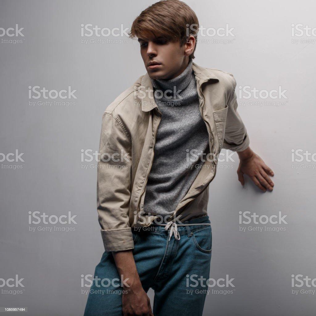 Photo Libre De Droit De Jeune Homme Mystérieux Avec Une