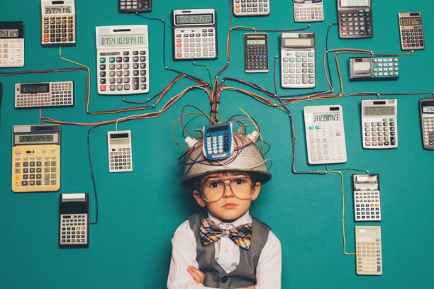 Junger Nerd Boy mit brillanter Erfindung – Foto