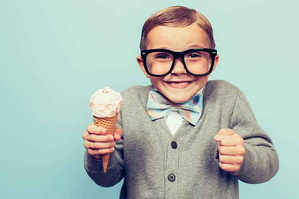 jungen nerd junge mit waffeleismotiv - eiswaffeln stock-fotos und bilder