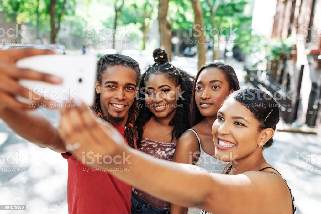 Young non-Caucasian travelers on city break taking selfie in Lower Manhattan - Royalty-free 20-29 Years Stock Photo