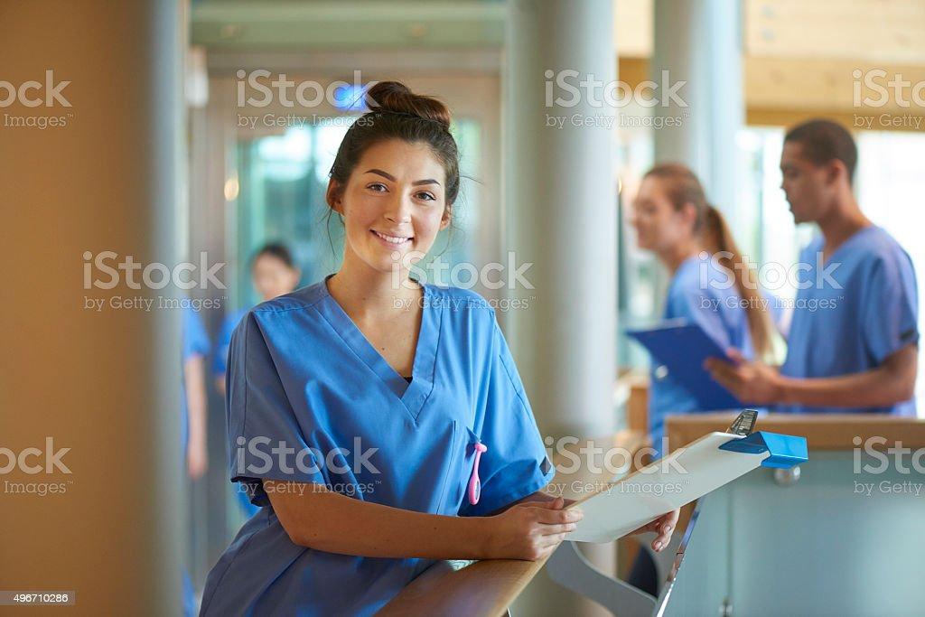 Junge Krankenschwester portrait im Krankenhaus – Foto