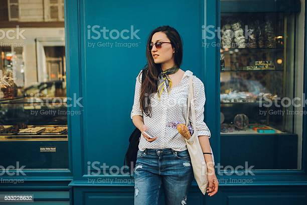 Young parisian woman buying in a bakery picture id533228632?b=1&k=6&m=533228632&s=612x612&h=awmww33zcktf4pyy4mm0twd3vy gmdatmmskglnggkw=