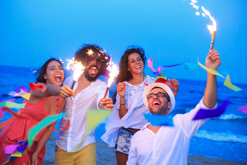 471113366 istock photo Young people celebrate on the beach 500651970