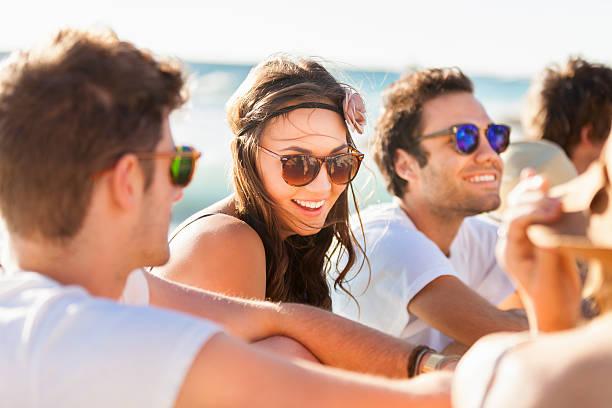 若い人々のビーチパーティ ストックフォト
