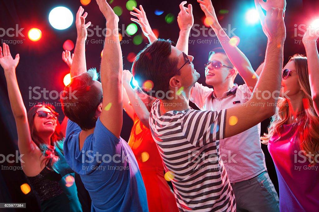Young people having fun dancing – Foto