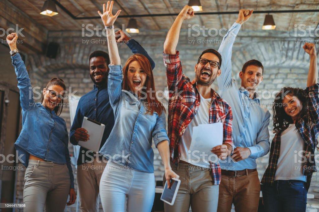 Junge Menschen mit Teamgeist – Foto