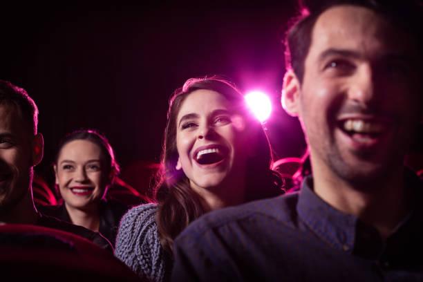 Junge Menschen, die Comedy-Film im Kino – Foto