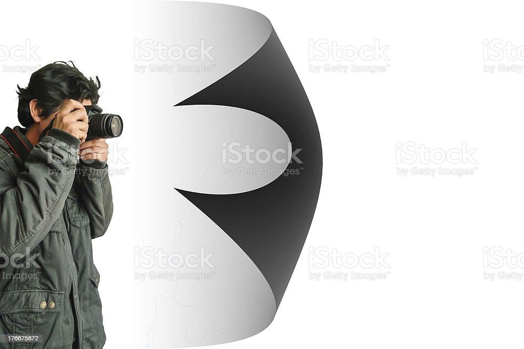 Fotógrafo de joven tomando fotos con la cámara digital foto de stock libre de derechos