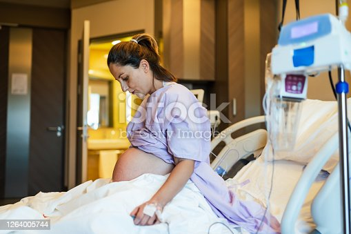 istock Young pregnant woman in the hospital ward and ready to delivery a baby. 1264005744